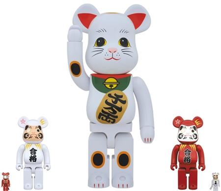 10/25 発売のベアブリック (BE@RBRICK) -達磨 合格祈願 紅・白 100% 400% & 招き猫 1000%-