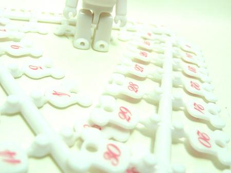 Birthday Happy (International Love Heart) WHITE 70% ベアブリック(BE@RBRICK)