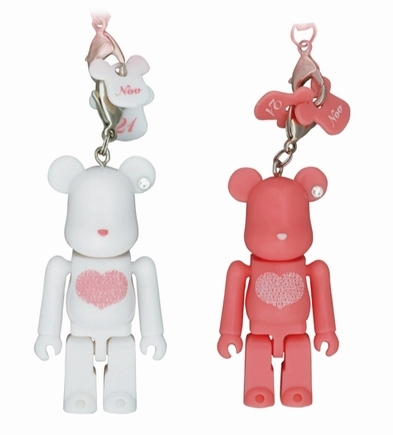Birthday Happy (International Love Heart) WHITE & PINK 70% ベアブリック(BE@RBRICK)