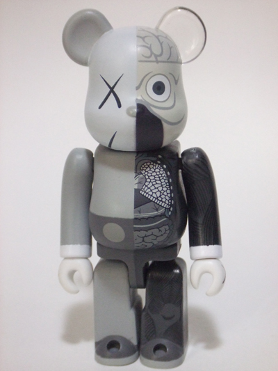 KAWS OF COMPANION(人体模型) グレー 100% ベアブリック(BE@RBRICK)