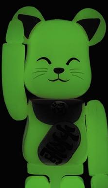 招き猫 蓄光 100% ベアブリック (BE@RBRICK)
