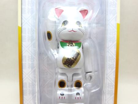 招き猫 白メッキ 100% ベアブリック (BE@RBRICK)
